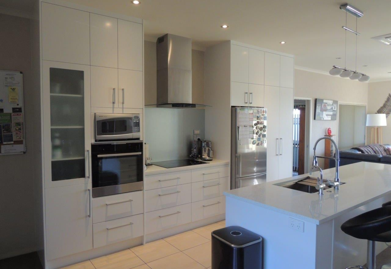 DONT REPLACE YOUR KITCHEN<br>MAKE IT OVER Make the most of what you already have!